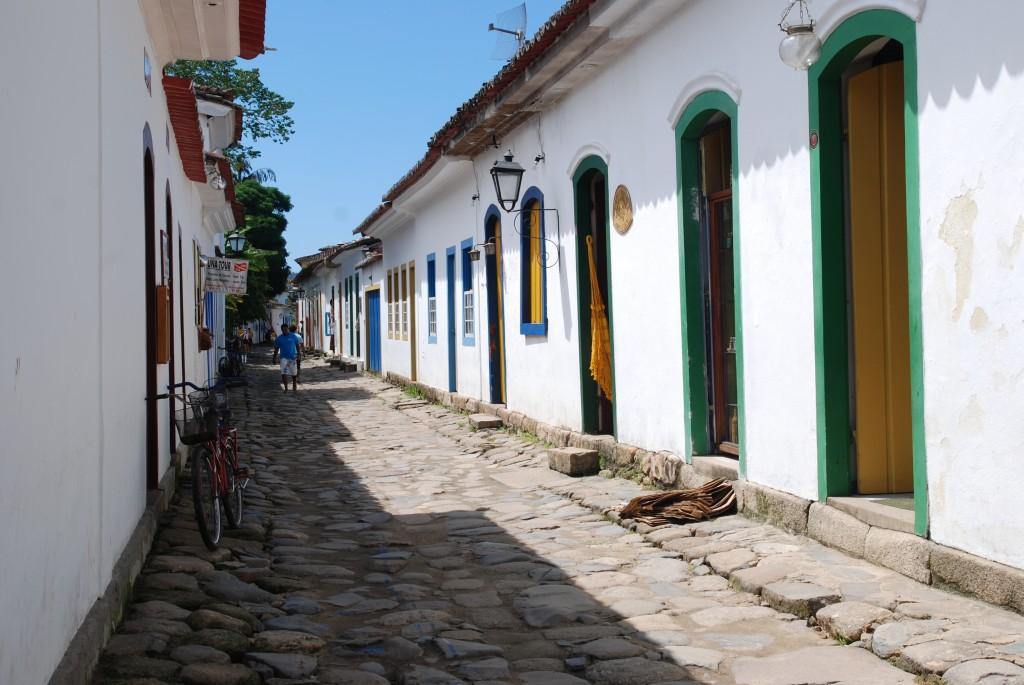 Brazil_paraty_narrow_street