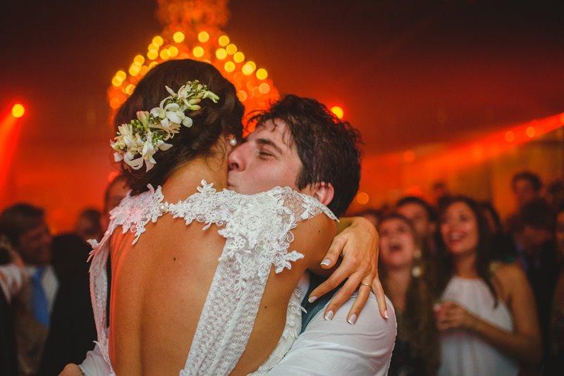 casamento-rustico-chique-carinho-dos-noivos-paula-e-igor-foto-meliess-fotografia