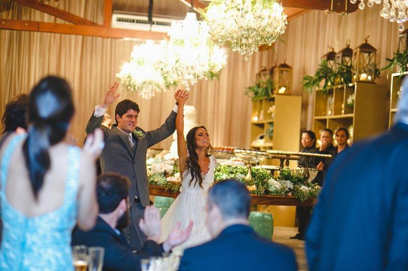 casamento-rustico-chique-chegada-dos-noivos-paula-e-igor-foto-meliess-fotografia