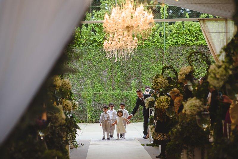casamento-rustico-chique-daminha-de-honra-paula-e-igor-foto-meliess-fotografia