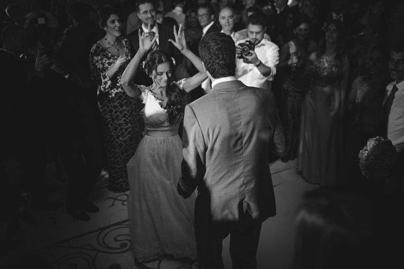 casamento-rustico-chique-danca-dos-noivos-paula-e-igor-foto-meliess-fotografia