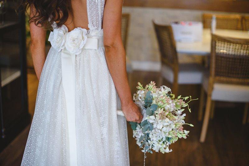 casamento-rustico-chique-decote-nas-costas-paula-e-igor-foto-meliess-fotografia