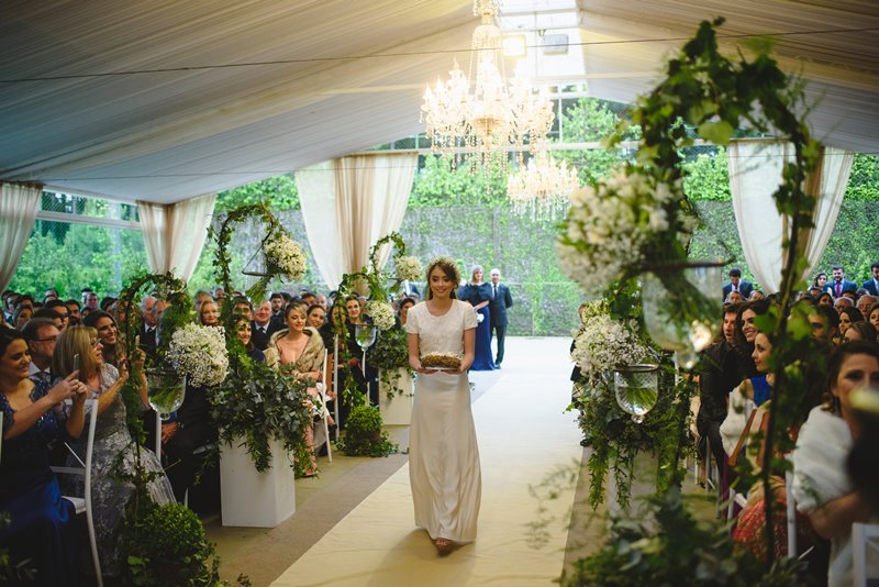 casamento-rustico-chique-entrada-das-aliancas-paula-e-igor-foto-meliess-fotografia