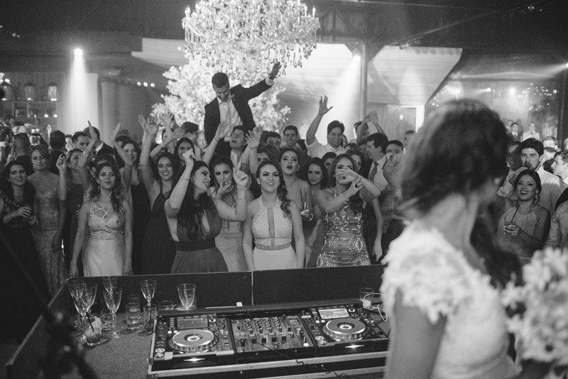 casamento-rustico-chique-hora-do-buque-paula-e-igor-foto-meliess-fotografia