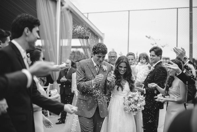 casamento-rustico-chique-saida-dos-noivos-paula-e-igor-foto-meliess-fotografia